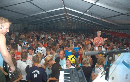 Gezellige drukte gisteravond in de Tent op de Haven