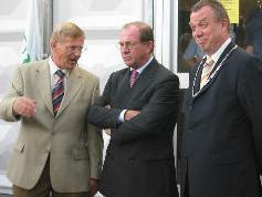 Burgermeester van Wieringen Dhr J. Baas (uiterst rechts) heeft er lol in...
