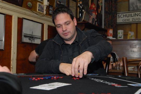 Dekleine14 Wint Vijfde Voorronde Poker In Caf Tante Pietje
