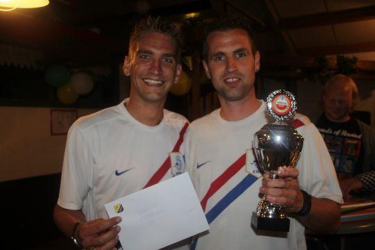 Selco Bos En Erik Deutekom Winnen Eerste Voetbalquiz In T Zand
